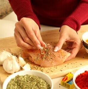 مدة حفظ الدجاج المتبل في الثلاجة