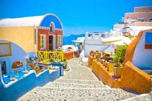 ما هي تكلفة السفر الى جزيرة سانتوريني ؟