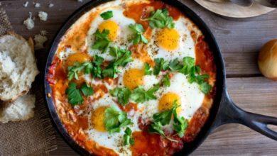 Photo of طريقة عمل البيض المقلي بالطماطم