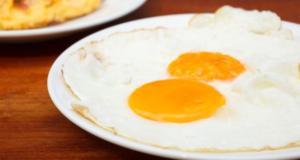 طريقة عمل البيض العيون